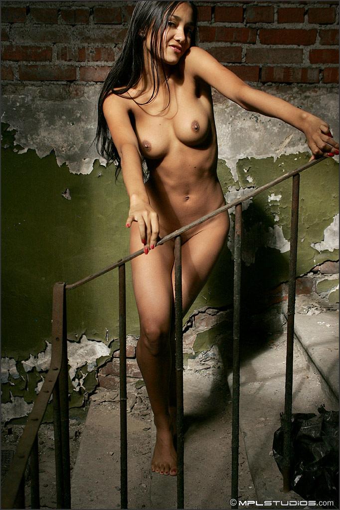 На лестнице 18 kamilla