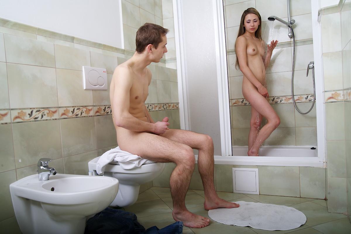 Немка застала парня в ванной